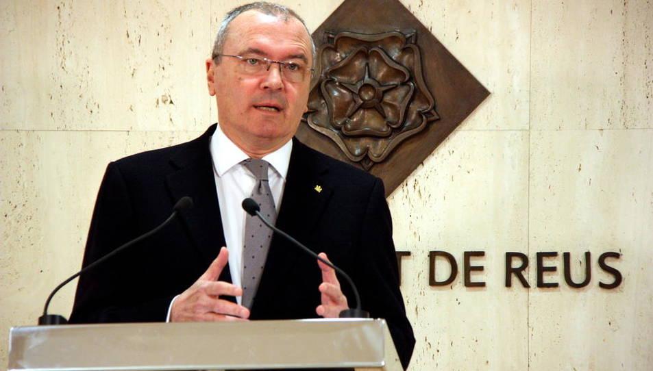 Pla mig de l'alcalde de Reus, Carles Pellicer, intervenint en roda de premsa el 29 de febrer del 2016.