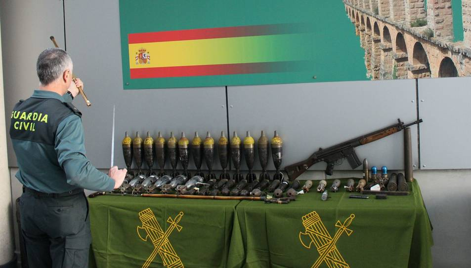 Es troben armes i projectils de la Guerra Civil a una botiga de souvenirs de Sant Carles de la Ràpita