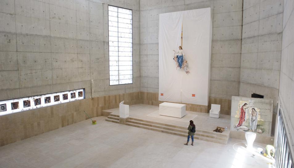 L'església té una alçada de 18 metres i serà demà quan es descobrirà per primer cop el seu retaule.