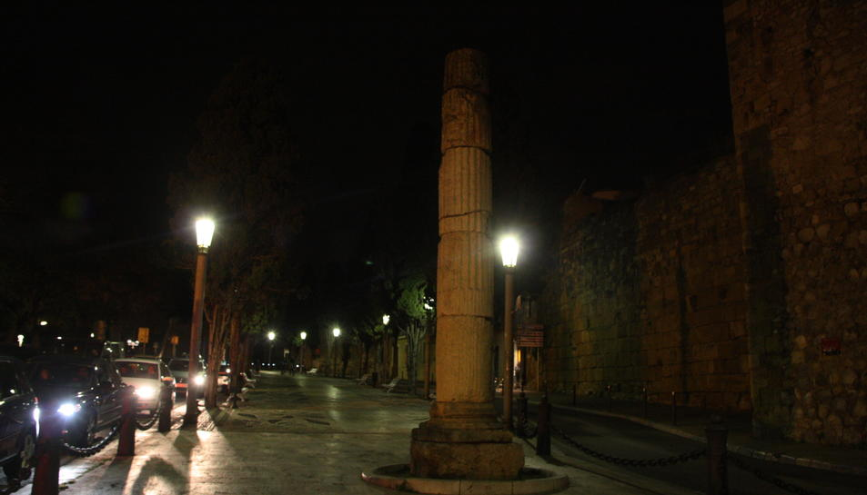 La muralla de Tarragona amb llums apagades per L'Hora del Planeta el 19 de març de 2016
