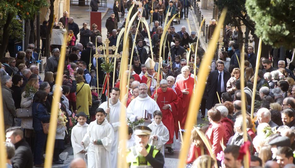 Processó a la Catedral després de la benedicció de les palmes per part de l'Arquebisbe.