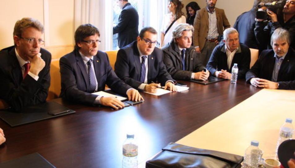 Reunió amb els caps de la regió d'emergències i els representants del Govern de la Generalitat i del territori, amb el president Carles Puigdemont i el conseller d'Interior, Jordi Jané, a l'Hotel Corona de Tortosa.