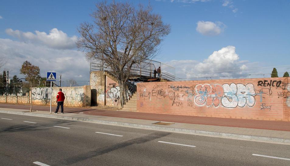 Mas Iglesias es fixa dotar el barri amb un gran graffiti cultural