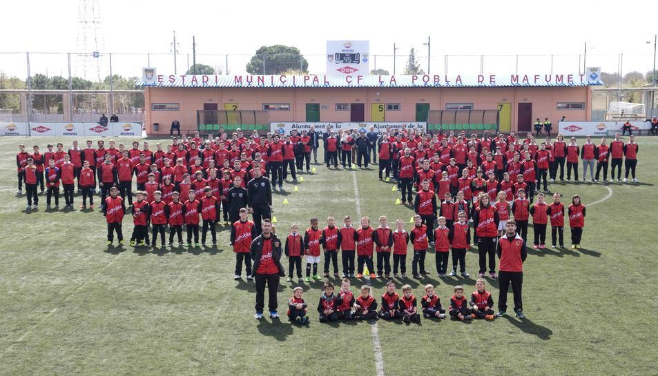 Foto de família dels equips bases de La Pobla.