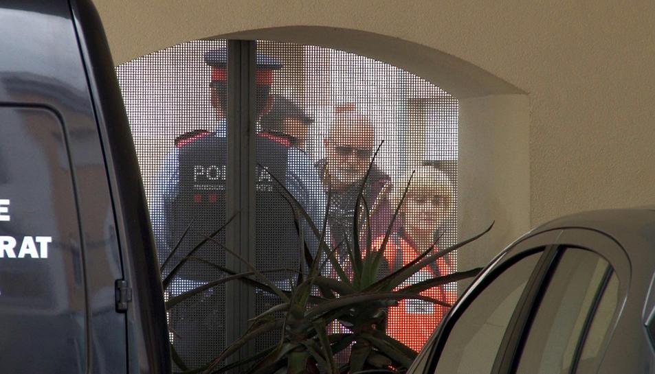 Els familiars de les víctimes arriben al tanatori de Tortosa