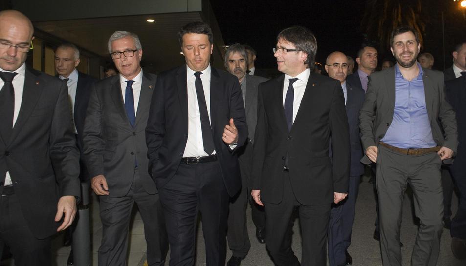 Moment de la visita de Matteo Renzi al Joan XXIII, acompanyat per l'alcalde Josep Fèlix Ballesteros, el president de la Generalitat, Carles Puigdemont, i el conseller d'Afers Exteriors, Raül Romeva.