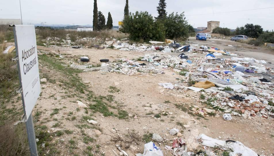 Denuncien un nou abocador il·legal al costat del centre d'oci Les Gavarres