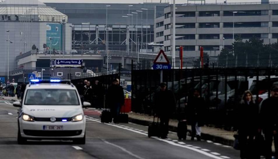 23 morts en diverses explosions a l'aeroport i al metro de Brussel·les
