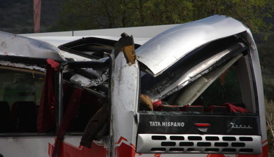 Part del darrere de l'autocar accidentat a Freginals.
