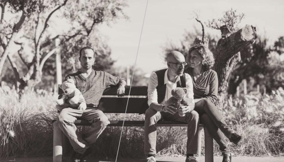 Imatge promocional de l'espectacle 'Dos familias'.