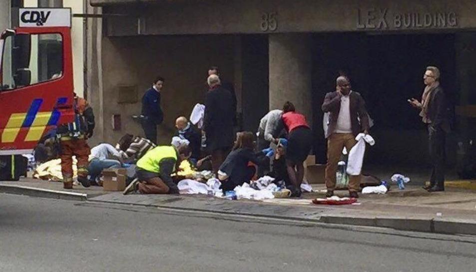 S'eleven a 34 els morts als atemptats a l'aeroport i metro de Brussel·les