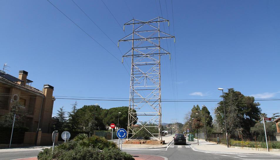 Els veïns demanen des de fa anys que es treguin les torres del mig del barri.
