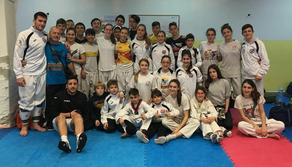El club de Taekwondo Damián, de Reus, participa en una estada de taekwondo a Torre Pacheco (Múrcia)