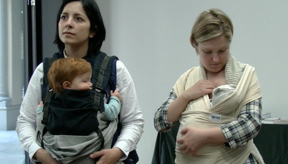 Prop d'un trentena de mares van assistir a la conferència de l'assessora de porteig Damaris Esteve.