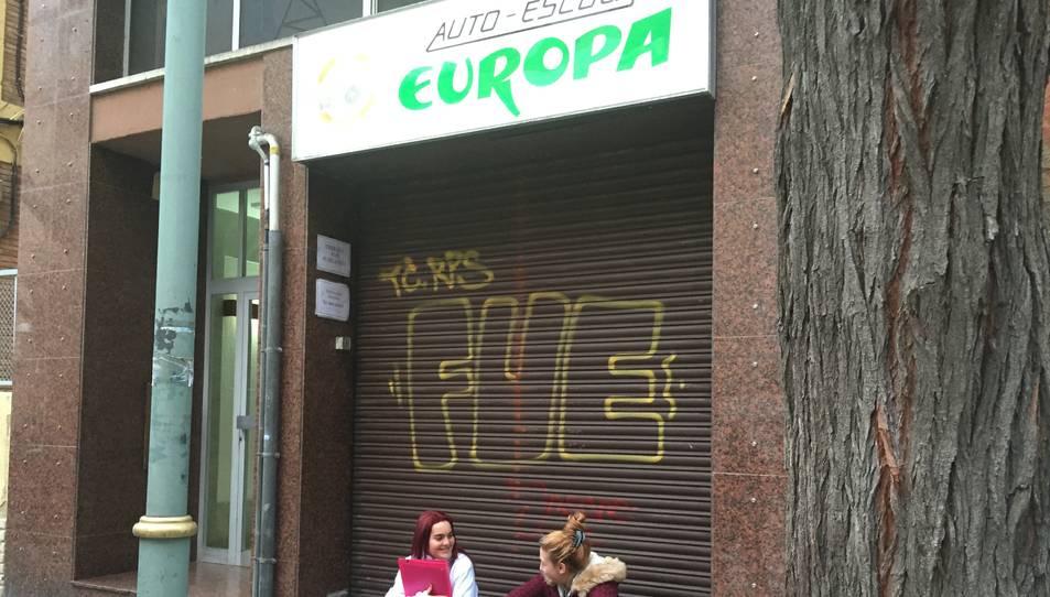 Els afectats de l'autoescola Europa denunciaran el tancament sobtat