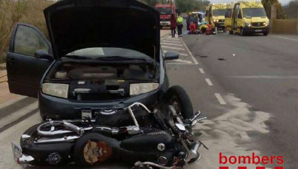 Un motociclista de Móra d'Ebre resulta ferit greu en una topada frontal a Miravet