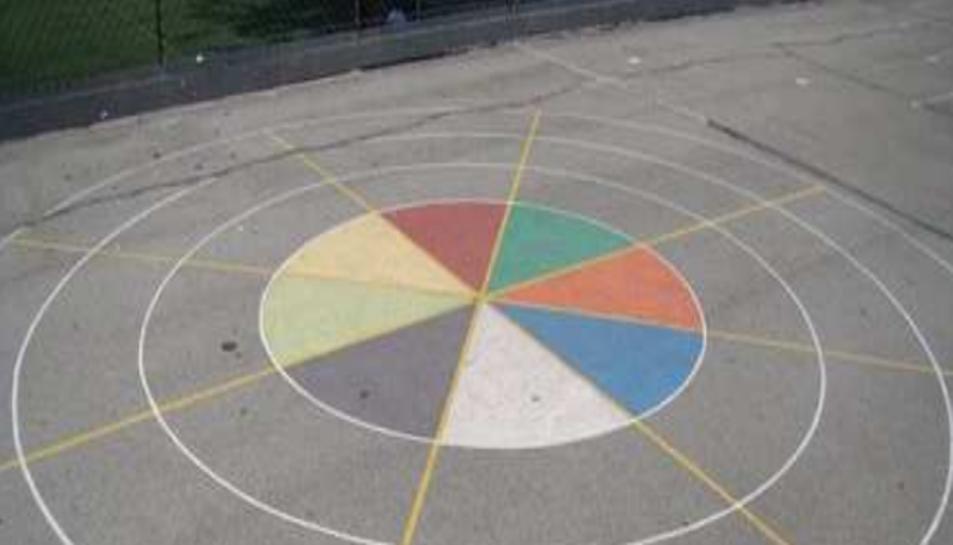 Mostra dels jocs infantils pintats a terra que proposa l'Associació de Veïns Tarragona Centre.