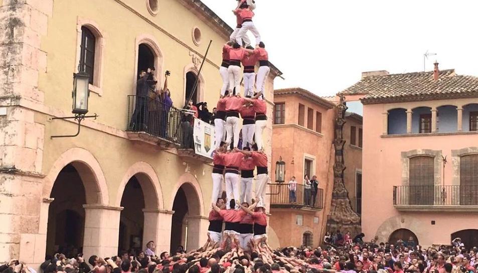 Imatge del 4de8 de la Colla Vella dels Xiquets de Valls a Altafulla.