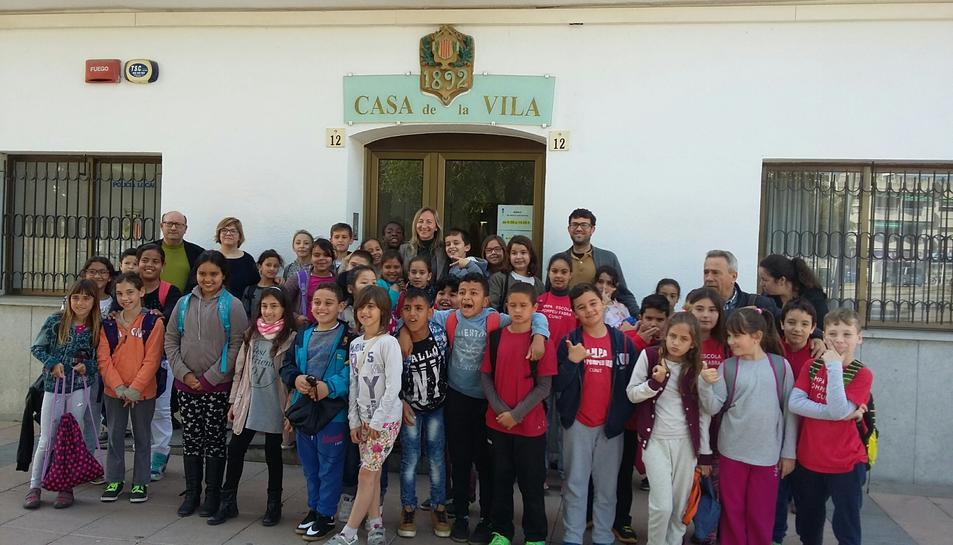 Alumnes de l'escola Pompeu Fabra de Cunit visiten l'Ajuntament