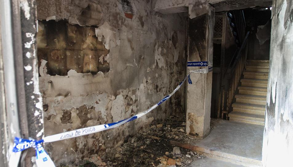 Crema un habitatge de matinada al carrer Milà i Fontanals