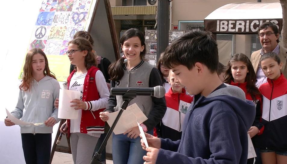 Nou centres educatius tarragonins elaboren i presenten els 'Murs per la Pau'