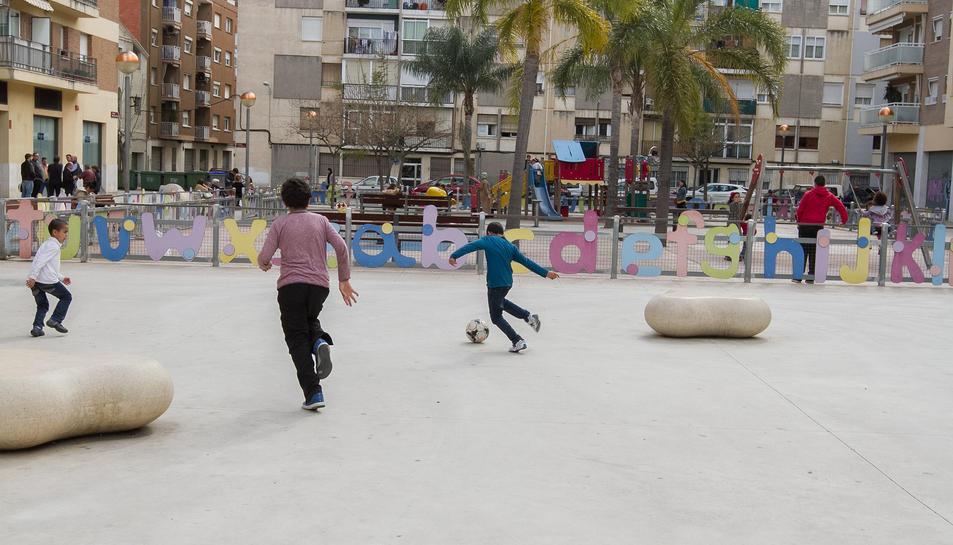La plaça Miquel i Pàmies, on està prohibida aquesta activitat.