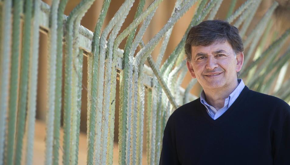 Josep Maria Andreu, ahir, al jardí vertical de Tarragona. El president està preparat tant per l'ascens com pel que pugui passar.