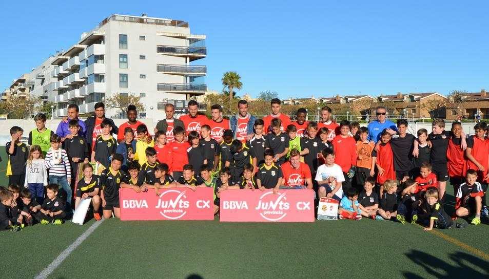 El 'Junts Província' del Nàstic visita el futbol base de Salou