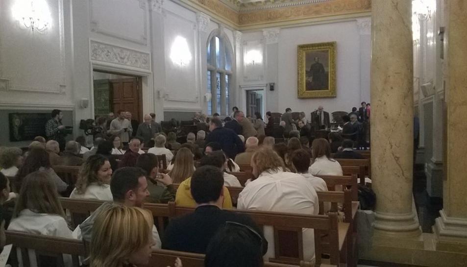 Els regidors de la CUP i Dani Rubio, d'Ara Reus, protagonitzen un moment de tensió al Ple Municipal