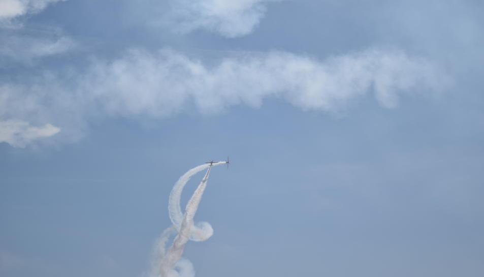 Els dos pilots han sorprès als espectadors del Balcód el Mediterrani i de la platja del Miracle.