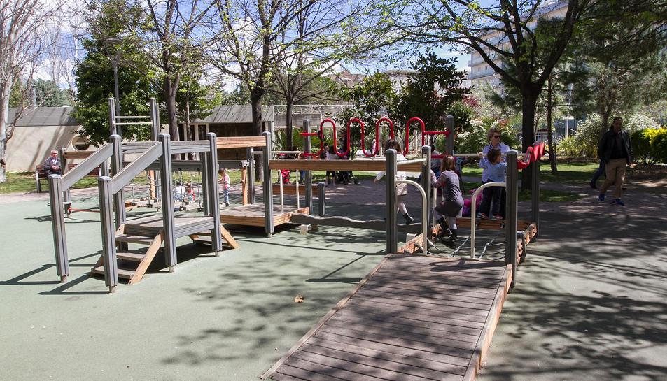 Una imatge d'un dels espais per a infants  ubicats a la ciutat, al parc Sant Jordi.