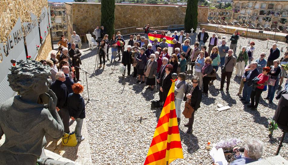 Aquest matí, durant l'homenatge a les víctimes de la repressió franquista al cementiri de Tarragona.