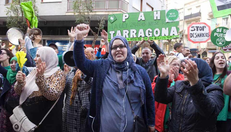 Manifestación de la PAH delante de la sede del PP