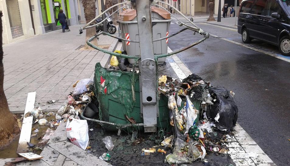 Crema un contenidor al carrer Ample