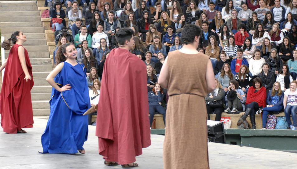 4.000 estudiants de Catalunya, València i Osca han assisit a la 21a edició del Festival Juvenil de Teatre Grecollatí que s'ha celebrat a Tarragona, al Camp de Mart i al Teatre Tarragona. Durant la mostra han gaudit d'una tragèdia d'Eurípides i d'una comèdia de Plaute.