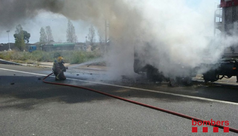 Cremen dos camions a l'A7 entre Cambrils i Vila-seca sense danys personals
