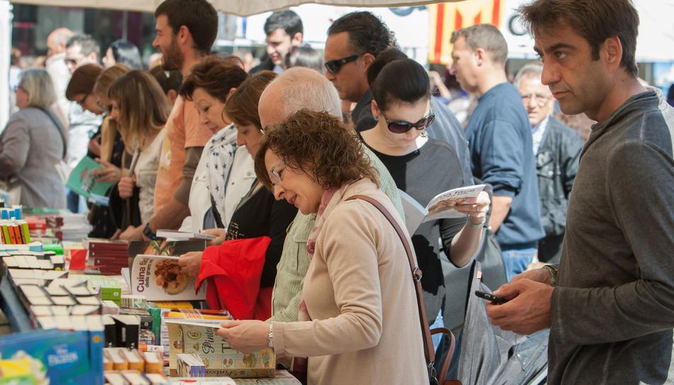 En cinc anys s'ha incrementat cinc punts el volum de llibres que es compren en català.