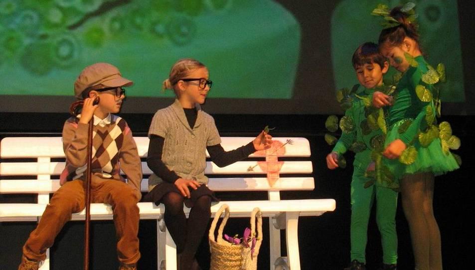 Un total de 785 infants i joves de 21 centres educatius de la comarca del Baix Penedès han participat a la 38ena edició del Festival de Teatre Infantil i Juvenil del Baix Penedès. Durant els dies del festival s'han representat fins a 31 obres al Teatre Municipal Àngel Guimerà del Vendrell.