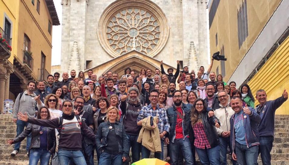 Els #igersTGN fent-se una foto als peus de la Catedral.