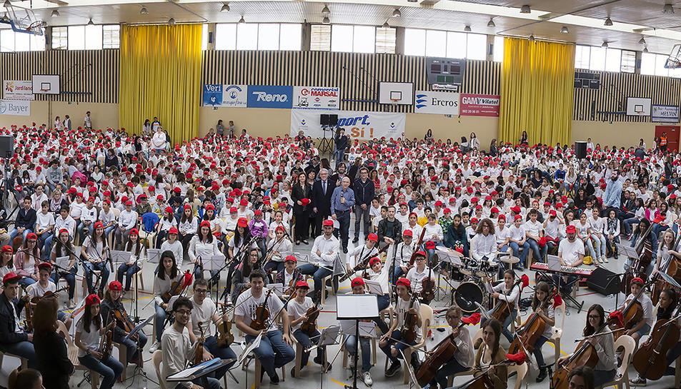 Mil cinc-centes veus canten a Sant Jordi a Vila-seca