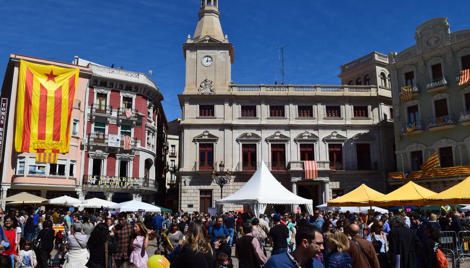 Sant Jordi amb autors locals