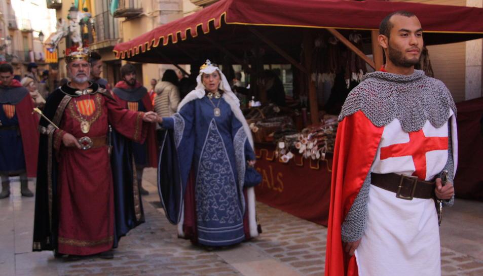 Milers de persones reviuen la llegenda de Sant Jordi a Montblanc