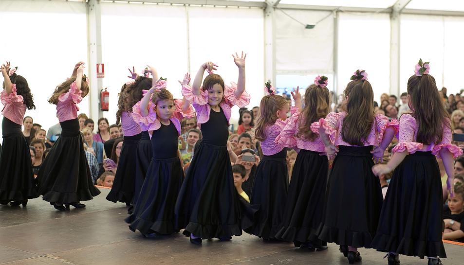Nenes ballant durant la Feria de Abril de l'any passat.