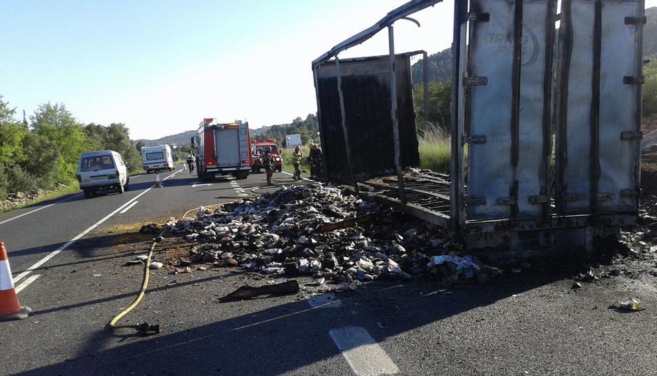 Incendi de la càrrega d'un camió
