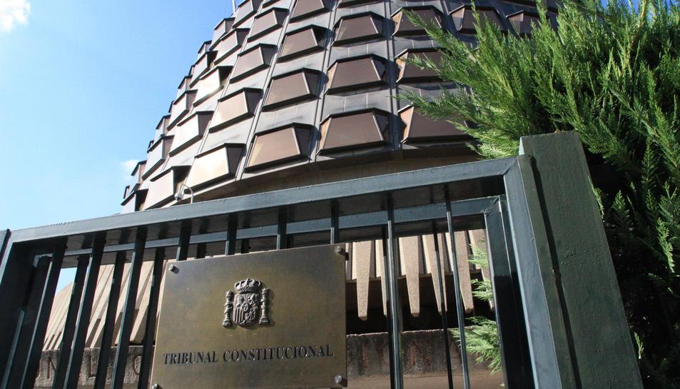 El TC tomba la normativa catalana contra el 'fracking' i les grans superfícies fora de les ciutats