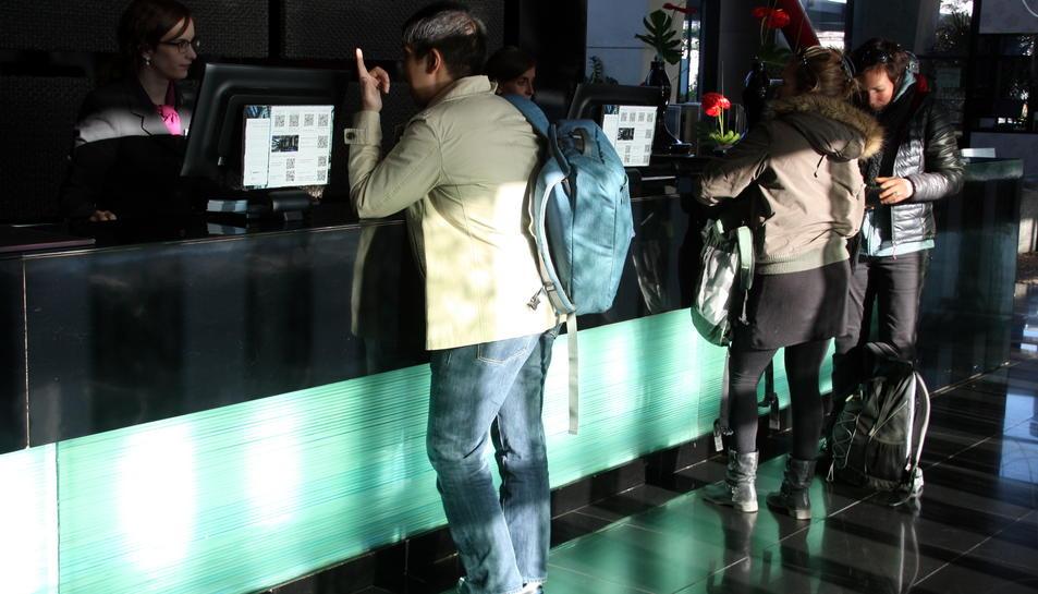 Multen amb 2.000 euros una empresa hotelera de Salou per vulnerar els drets lingüístics