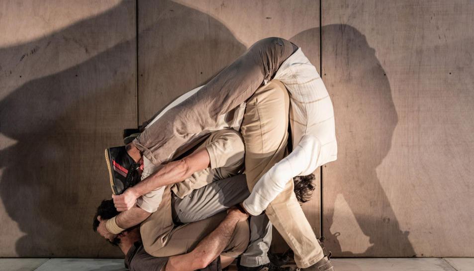 'InTarsi', l'espectacle de la companyia de circ 'eia', que visitarà el Trapezi.