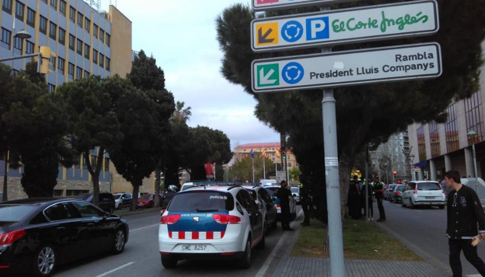 L'accés a la plaça Imperial Tàrraco per l'avinguda Roma ha quedat totalment col·lapsada.