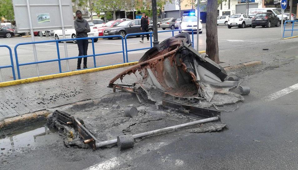 L'últim contenidor cremat ha estat el del carrer Doctor Frias, davant de la Biblioteca Xavier Amorós.