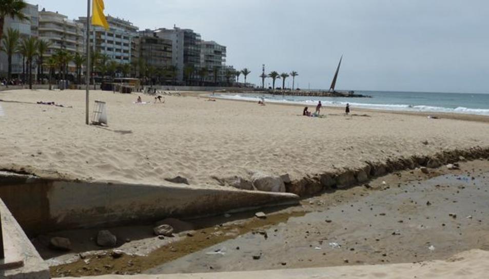 Salou instal·la una petita escullera a la platja de Llevant